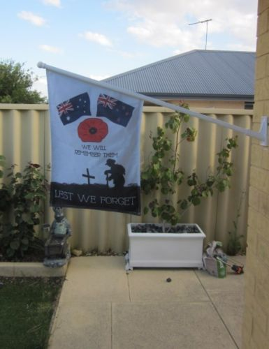 Lest we forget wall flag